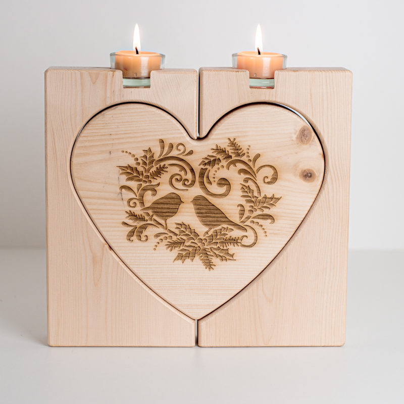 Zirbenherz mit Kerze
